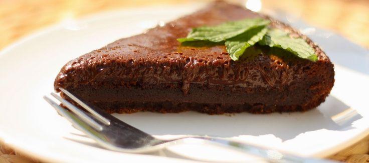 Čokoládový dort bez mouky:  250 g másla 200 g kvalitní čokolády  (nejlépe 70%) 190 g třtinového cukru 5 vajec