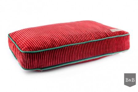 stylowe czerwone legowisko ze sztruksu Rubin od Bowl&Bone Republic http://www.animalpresent.pl/
