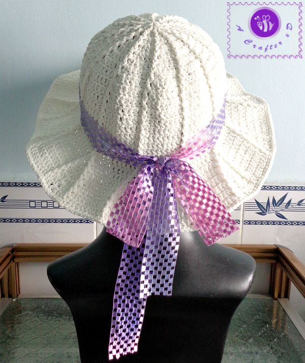 Crochet Simple Sun Hat by Maz Kwok's Designs - free pattern.