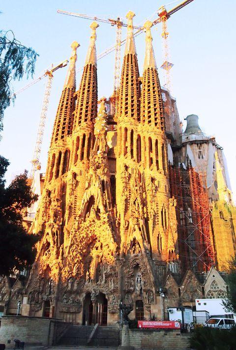 すべて世界遺産!バルセロナ市内で鬼才ガウディ建築を巡る | スペイン | [たびねす] by Travel.jp