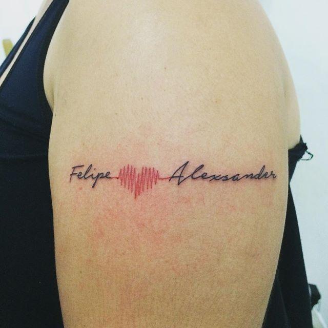 #mulpix  #tatuagem  #homenagem  #filhos  #meninos  #Felipe  #alexsander  #coracao  #traçado  #batimentos  #tatuagenscaligraficas  #fineline