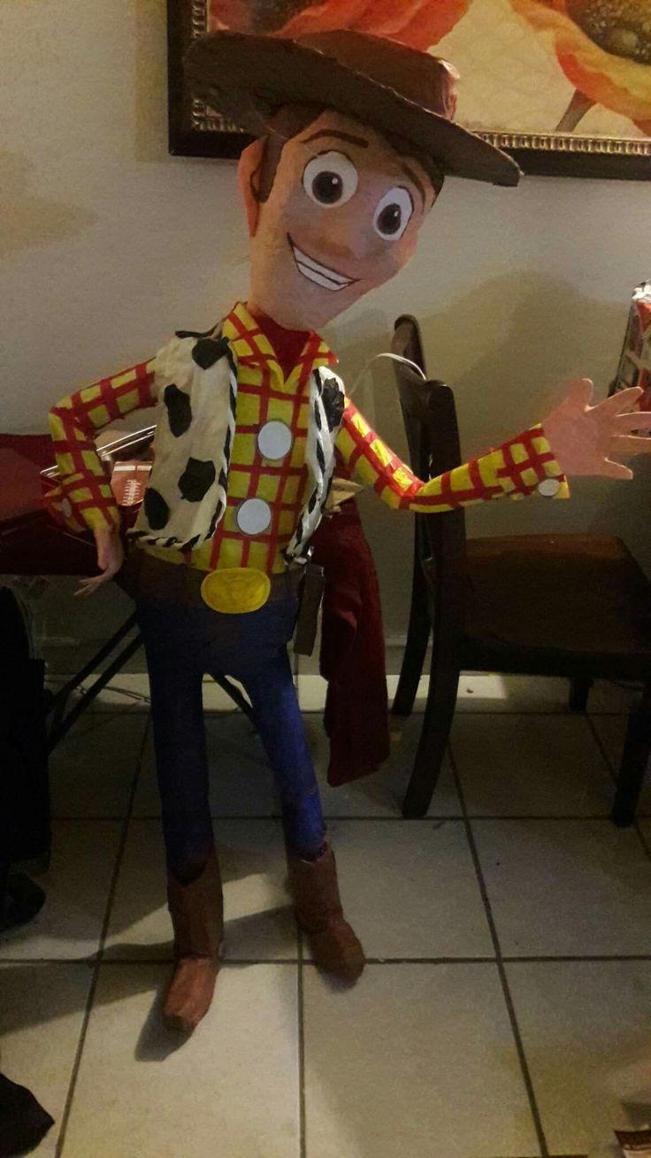 Toy story birthday party pinata./ piñata de Woody tema Toy Story