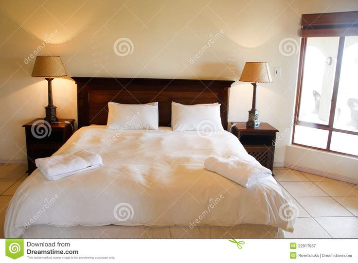cama-de-madera-en-un-dormitorio-de-lujo-22917987.jpg 1.300×957 píxeles