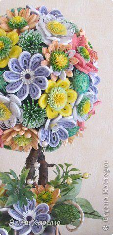 Поделка изделие Бумагопластика Квиллинг цветочное дерево Бумага Бумажные полосы Бусинки Листья Ткань фото 3