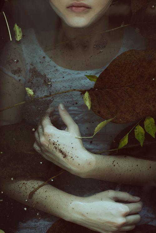 Podría morir sola,pero entonces,nadie sabría los secretos de mi,los cuales me habré llevado a la tumba.