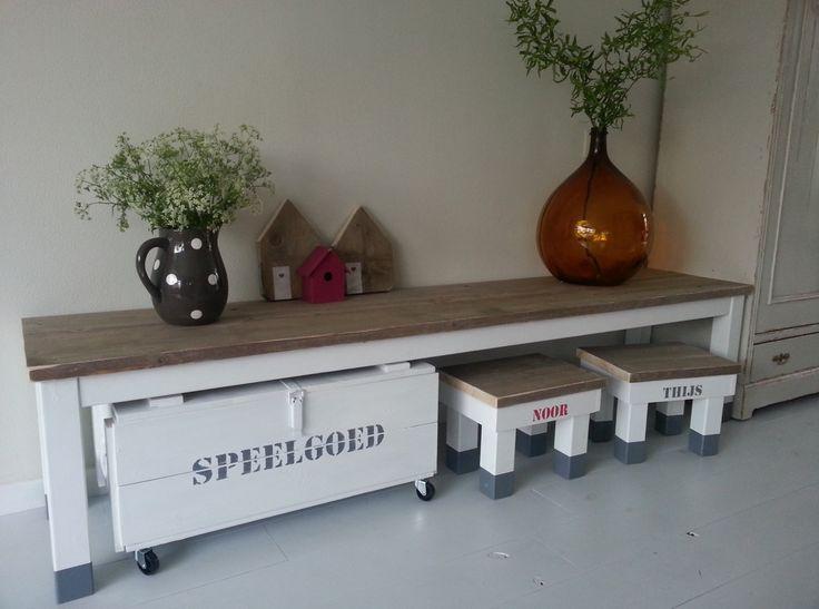 NOEK! kinderset. NOEK! maakt meubels precies op maat  en altijd met een persoonlijk tintje.