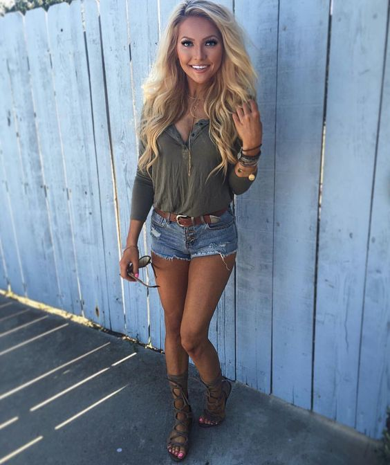 Daisy dukes and gladiator sandals summer concert outfit