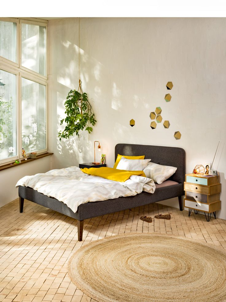 Micasa schlafzimmer mit bett girod und kommode carolyn for Bett scandinavian design