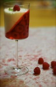 Cheesecake/raspberry desert