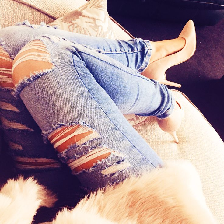 High life by #highheels   #rippedJeans #ootd