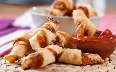 Náplň může být jednoduchá, v tomto případě je to jen rajčatová salsa a sýr; Petr Makovička