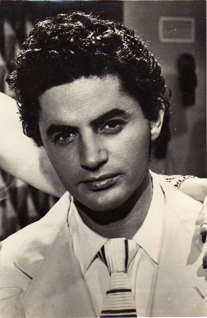 Antonio Molina (Málaga, 9 de marzo de 1928-Madrid, 18 de marzo de 1992) actor y cantante español de copla y flamenco.