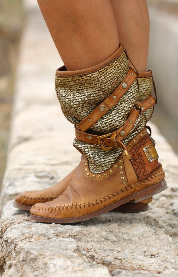 Boho style boots with straps