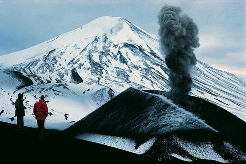 Good basic information on climbing the Lonquimay volcano. Recent eruption and trail information also included.