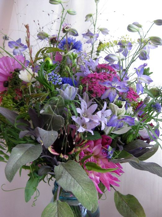 What goes into a wild and loose September wedding bouquet?