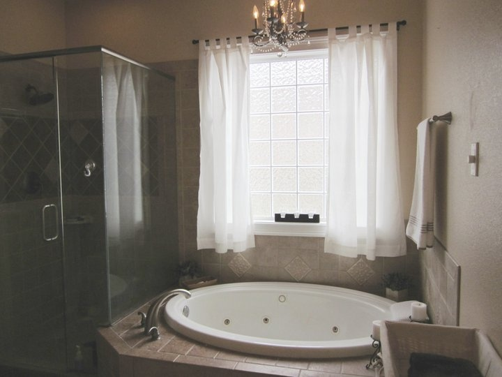 Master Bath   X Large Jacuzzi Tub   Frosted Glass Window For Incredible  Light.