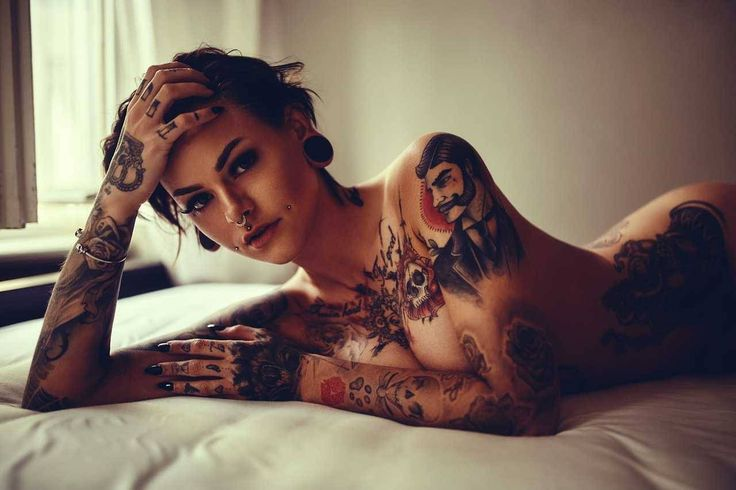 #martin_strauss #photographer #photography #tattoo #tattoos #inkcolor #gun #blonde #nico_&_scarlett #berlin #sara_uprisink #bed #noipic