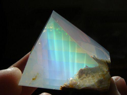 ✯ Opal ✯: Gemstone, Crystals Opals, Opals Butts, Oregon Opals, Colors Plays, Contra Luz, Stones, Luz Colors, Minerals