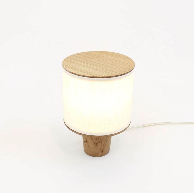 La lampe asiatique - scandinave en vente sur Cute.fr : http://www.cute.fr/lampe-veivo-en-bois-massif-blumen,fr,4,blumen-lampe-veivo.cfm