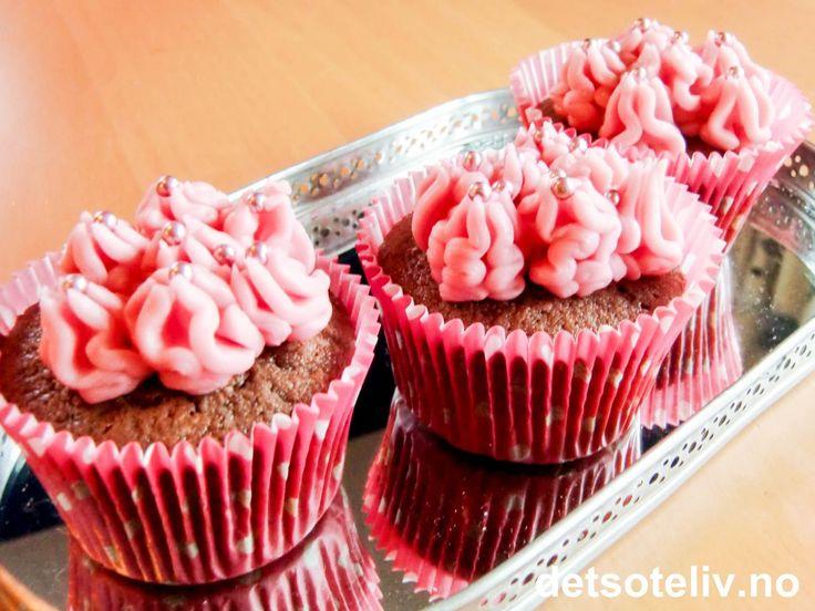 Sjokoladecupcakes med bringebærkrem | Det søte liv