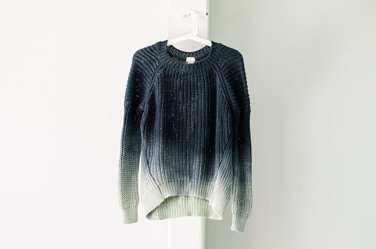 Ombre diy sweater - click for instructions For those of you with an old baggy sweater lying about