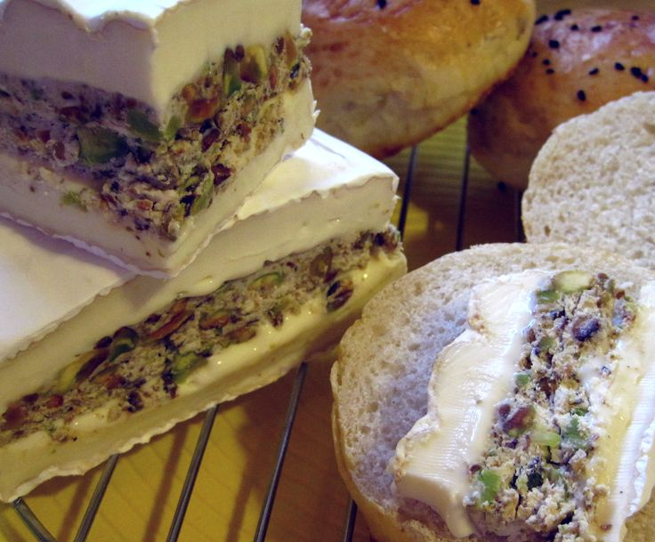 Fromage Brie farci aux pistaches torréfiées et mascarpone
