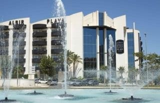 Albir Playa Hotel & Spa - This hotel has 5 floors and a total of 201 rooms including 196 doubles, 2 junior suites, 2 Superior rooms and a room adapted for disabled guests. It has a lobby with 2 external glass lifts, an internal lift and a 24-hour reception area with a safety box and a free wifi Internet access area