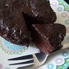 Brownie in een mok. Lekker als dessert met een bolletje ijs! - Het keukentje van Syts