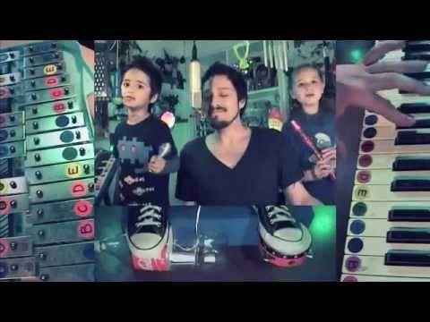 Increible versión de Depeche Mode, tocada por un papa y sus dos hijos! pasen el dato!