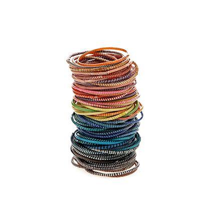 FlipFlops: Ces jolis petits bracelets colorés sont fabriqués par des femmes nigériennes à partir de tongs recyclés. Commerce équitable, recyclage, look estival à petit prix, comment résister aux FlipFlop bracelets ? Trouvez-les chez Morvanbelle.