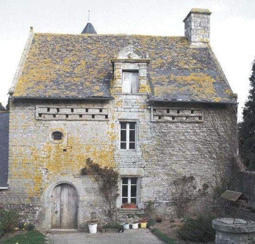 Noyal, Morbihan | Manoir représentatif de l'architecture manoriale bretonne, à Kerponner, Noyal-Pontivy