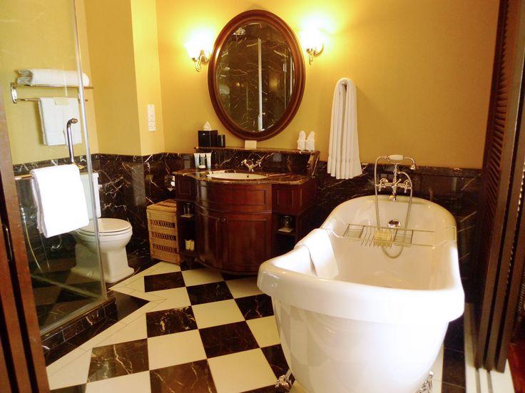18 Best B W Bath Images On Pinterest Bathroom Bathrooms And Half Bathrooms