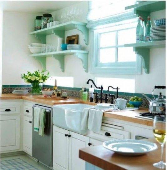 Cucina bianca e turchese
