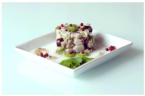 Tartara di Sgombro, Sedano e Olive Kalamata con Marmellatina di Pere al Pepe Rosa: http://www.pixelicious.it/2015/02/26/tartare-di-sgombro-sedano-e-olive-kalamata-con-marmellatina-di-pere-al-pepe-rosa/
