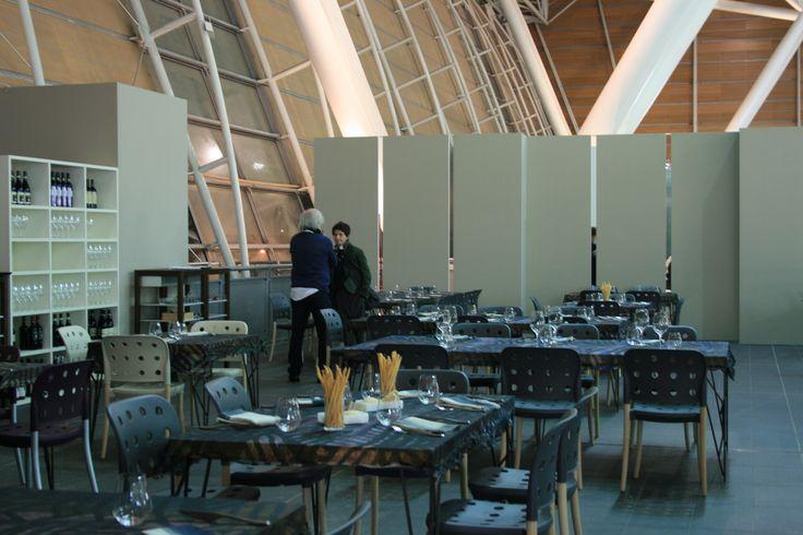Area Ristorante, tavoli di Tisettanta - ph. C. Pellerino