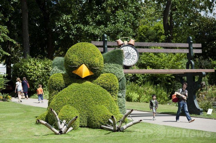 現代アートイベント「ナントへの旅(Le voyage a Nantes)」開催中の仏西部ナント(Nantes)の植物園に展示された仏児童文学作家でアーティストのクロード・ポンティ(Claude Ponti)氏の作品(2014年7月8日撮影)。(c)AFP/JEAN-SEBASTIEN EVRARD ▼10Jul2014AFP|「ナントへの旅」、仏現代アートイベント 日本人作家も出展 http://www.afpbb.com/articles/-/3020127