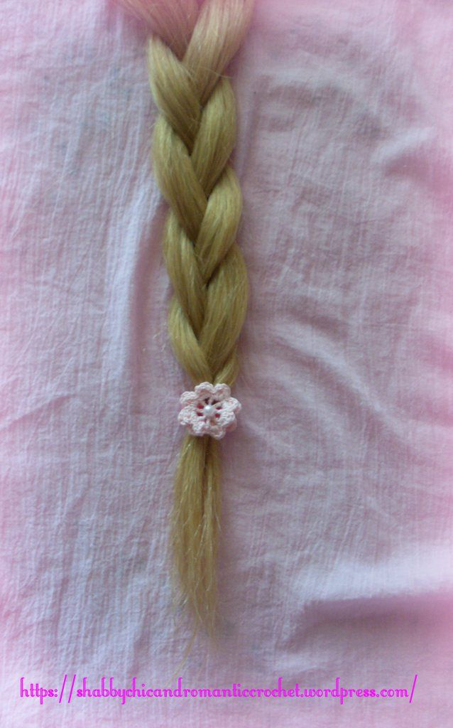 https://shabbychicandromanticcrochet.wordpress.com/2015/06/11/elastic-hair-band-with-crochet-irish-rosette-in-pink/