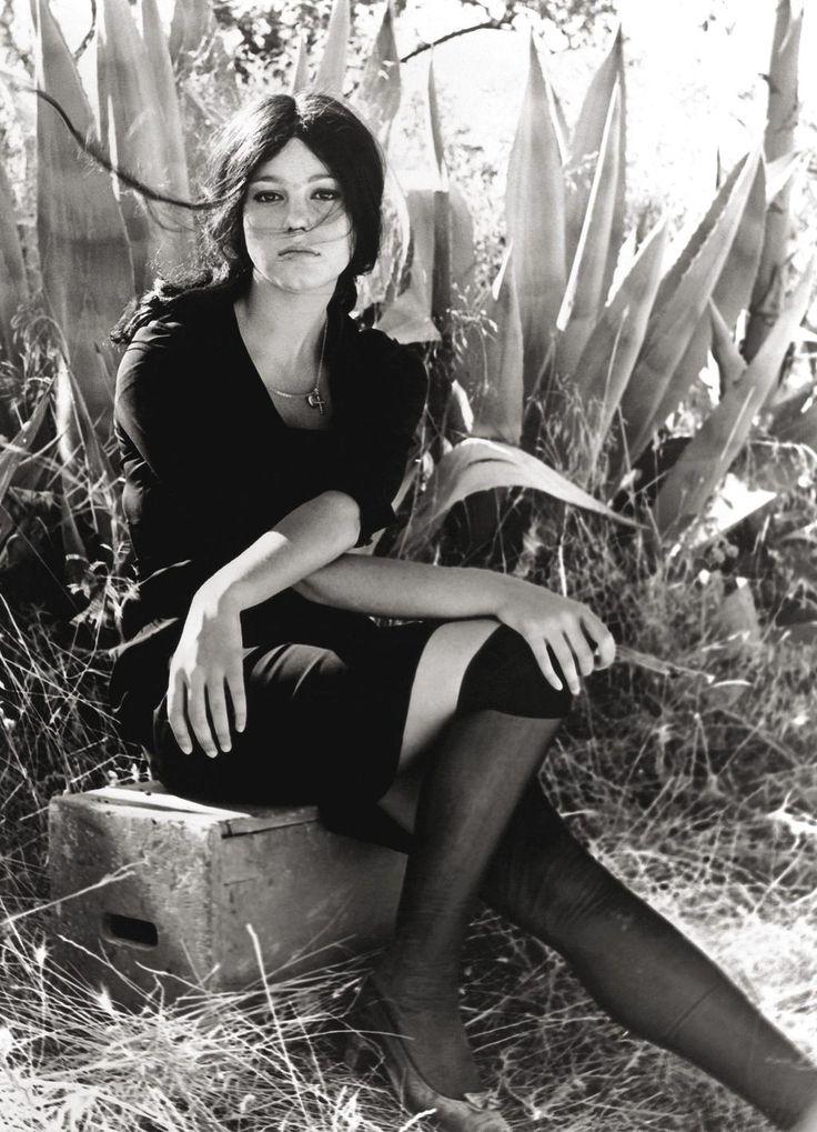 Stefania Sandrelli, Sedotta e abbandonata/Seduced and Abandoned (1964)