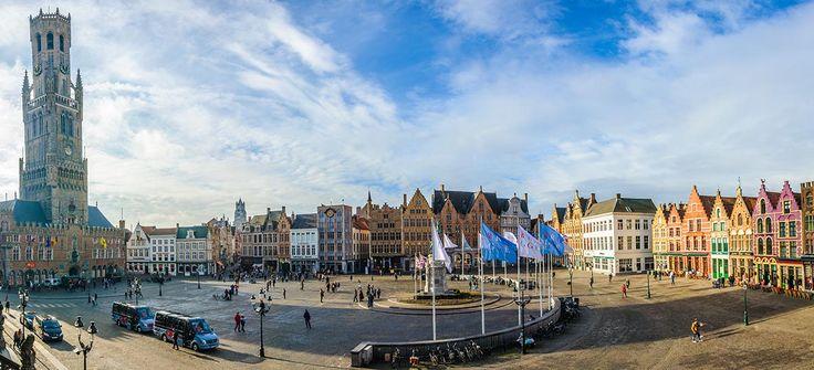 Panoramica vista plaza Mercado, Brujas, Belgica