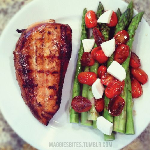 Balsamic Chicken, Asparagus and Roasted tomatoes with Mozzarella ... only 335 calories!
