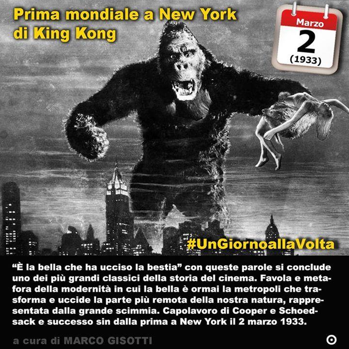 2 marzo 1933: prima mondiale del film #KingKong  Immaginate di voler spaventare il pubblico ma anche di farlo innamorare. Immaginate la più grande storia damore che il cinema possa raccontare. E immaginate il frastuono della metropoli che si sostituisce alla giungla. Immaginate la bella e la bestia. E la bestia come specchio di tutto ciò che luomo ha abbandonato. Tutto questo divenne nel 1933 uno dei film più importanti della storia del cinema: King Kong. La storia è nota. Un regista di…