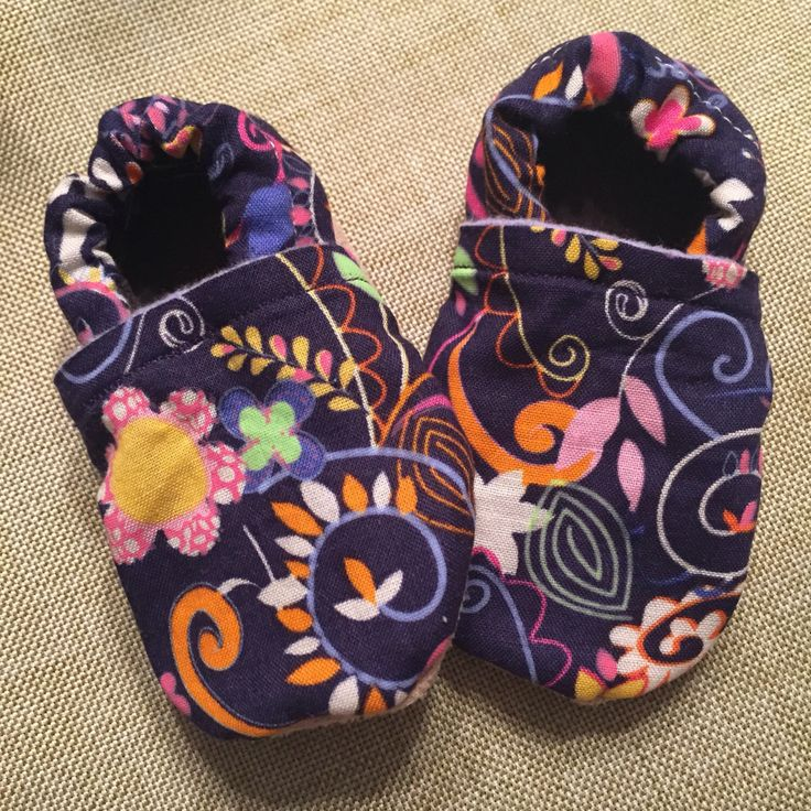 Stay-on baby shoes by SewFab3 on Etsy https://www.etsy.com/ca/listing/398974045/stay-on-baby-shoes