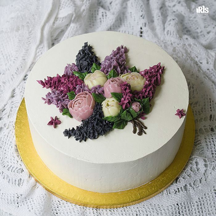 Привет! Я обожаю сирень. Всегда не могу дождаться ее цветения. Сегодня приключился со мной торт с сиренью, а вечером муж подарил букет сирени. Ну красота же! Спокойной ночи! #flowercake #flowercakeclass  #wilton #wiltoncakes #wiltoncake #cakeclass #bakingclass #buttercream #baking #cake #flower #koreacake #florist #flowerdecoration #fondant #fondantcake #koreanstyle #cakedesign #cakeart #iris_bakery #cupcakes #cakes_ideas_videos #gloobyfood #cakeporm для марафона #caketime_ #caketime_май  от…
