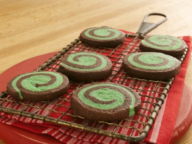 chocolate mint pinwheel cookies for st patty's day :): Chocolate Mints, Cookies Mixed, Pinwheels Recipe, Pinwheel Recipes, Mint Pinwheels, Christmas Cookies Recipe, Pinwheels Cookies, Mint Chocolates, Chocolates Mint