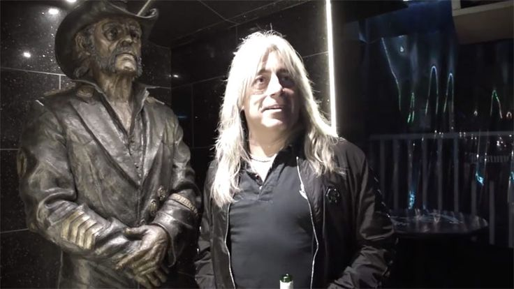 Footage has emerged of former Motörhead drummer Mikkey Dee visiting Lemmy's memorial statue for the first time.
