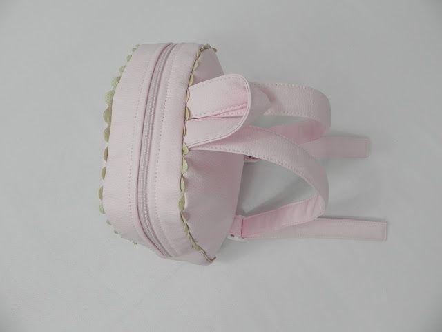 Nuestras preciosas mochilas de polipiel rosa personalizadas en dos colores, camel y gris, no podemos elegir, las dos versiones son IDEALES! ...