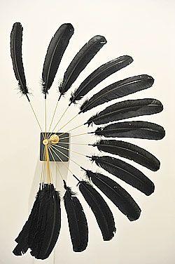 Rebecca Horn, «Zen of Raven-Federskultur», 2008, plume de corbeau, moteur électronique, acier, 55 cmx 90 cm de diamètre (roue ouverte). (Eddy Mottaz/Prolitteris)