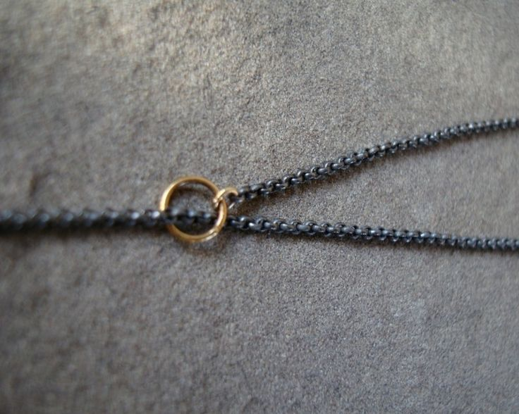 ketting van geoxideerd zilver met gouden ringetjes
