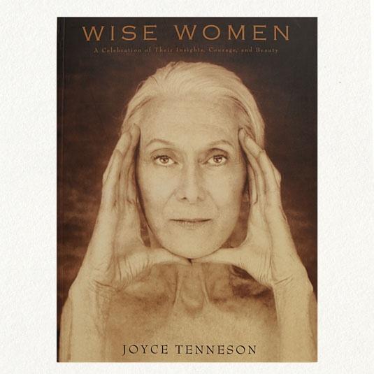 Interviews and photos of women aged 65 to 100.  Beautiful book!Wise Women, Reading, Book Worth, Beautiful Women, Woman, Beauty, Older Women, Joyce Tenneson, Women Age