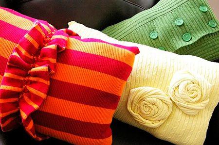 Сделайте необычную подушку из старого свитера своими руками